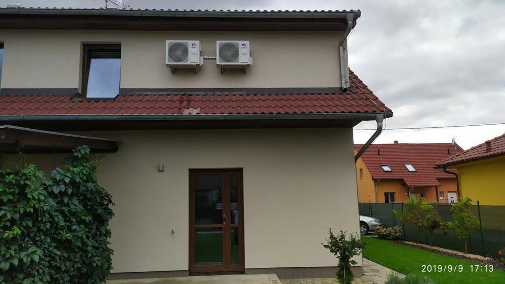 Splitové venkovní jednotky s montáží ukotvením na dům